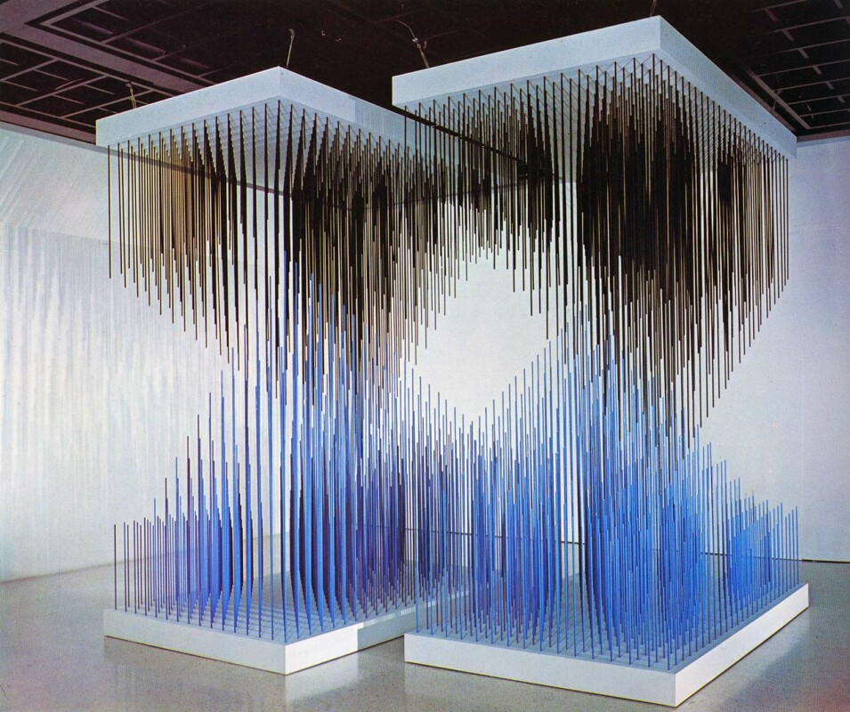 Soto Doble progresión azul y negra 1975