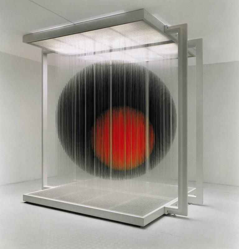 Soto Esfera negra y roja 2000