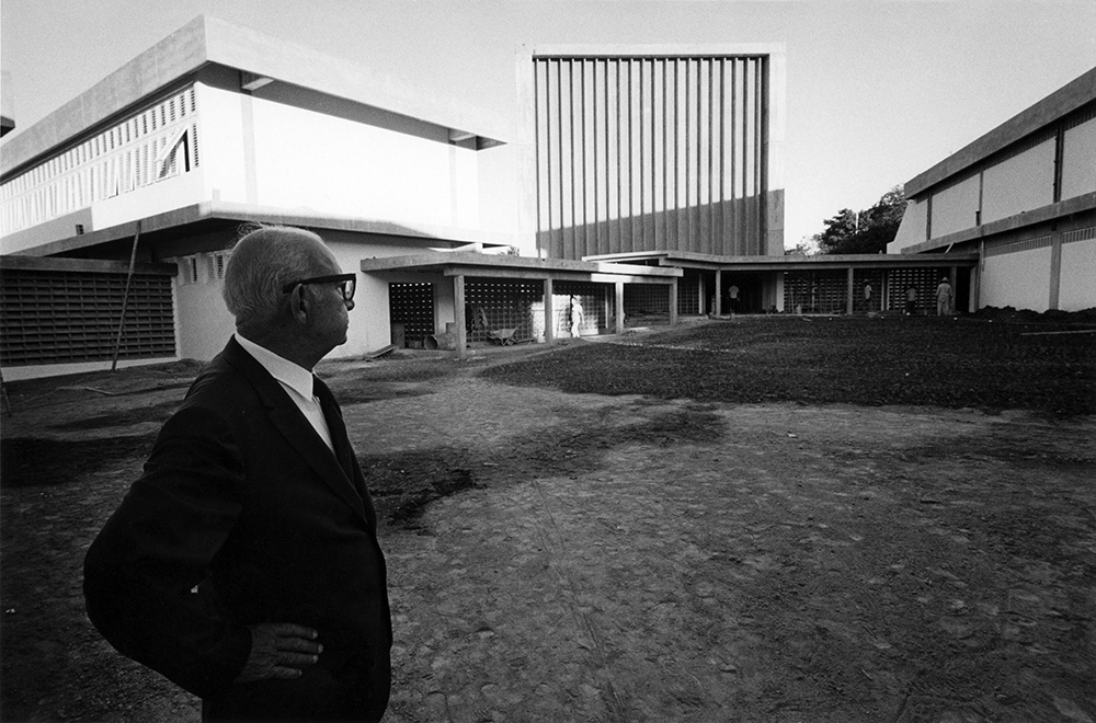 Carlos Raul Villanueva in front of the Jesús Soto Museum Foundation 1973